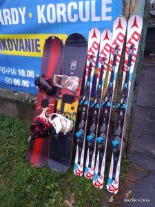 Snowboard-Lyže